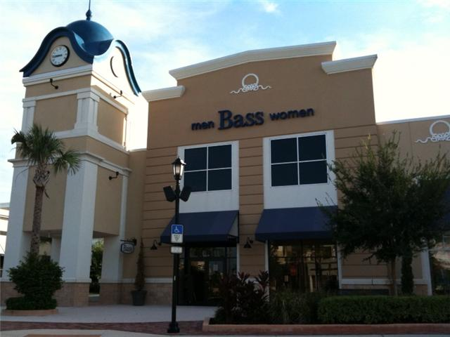 Clothing stores. Bass clothes outlet stores